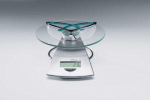 Avec 23 grammes, les lunettes de protection uvex sportstyle sont très légères